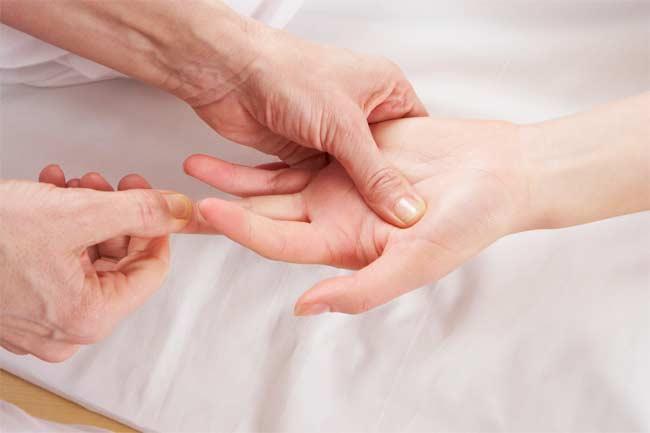 تسکین سردرد و احساس آرامش با فشار دادن نقاطی از بدن
